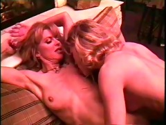 vintage lesbians show how its done - coast to