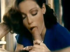 hawt vintage brunette girl does oral .