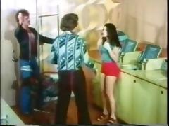 vintage: laundromat ambush!