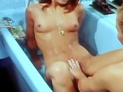 red lesbian tub