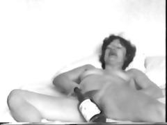 yvonne fucks a bottle